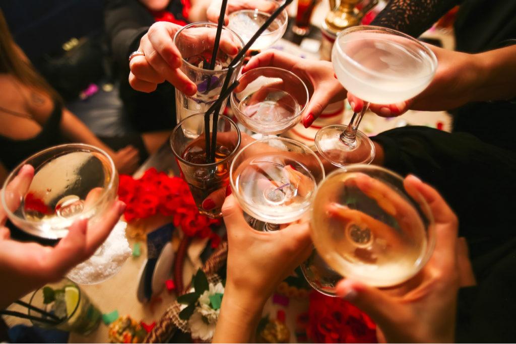 cheers - group of friends drinkings